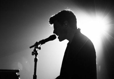 I THONË SE ËSHTË GAY/ Këngëtari i njohur sqaron të vërtetën (FOTO)