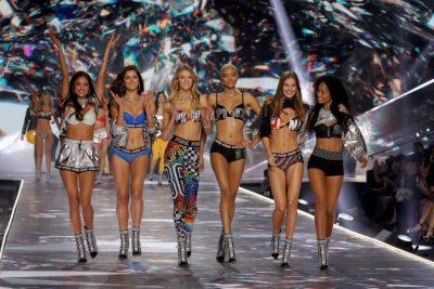 OFENDOI TRANSGJINORËT/ Victoria's Secret kërkon falje