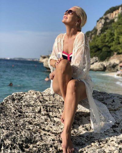 ME LOT NË SY/ Këngëtarja shqiptare rrëfen për herë të parë për 2 shtatzënitë e dështuara (VIDEO)