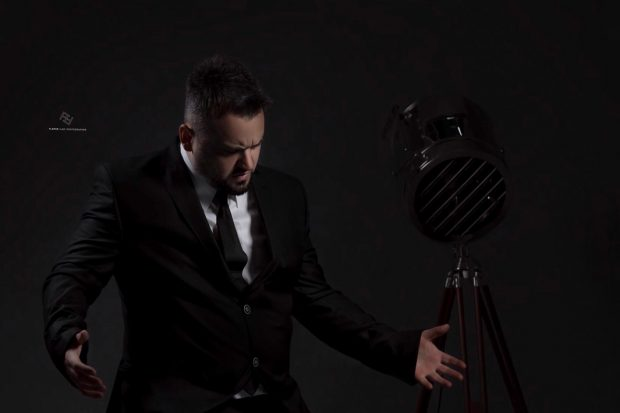 S'ËSHTË VETËM PËR FEMRA/ Këngëtari shqiptar e thotë troç: Bëj photoshop (VIDEO)
