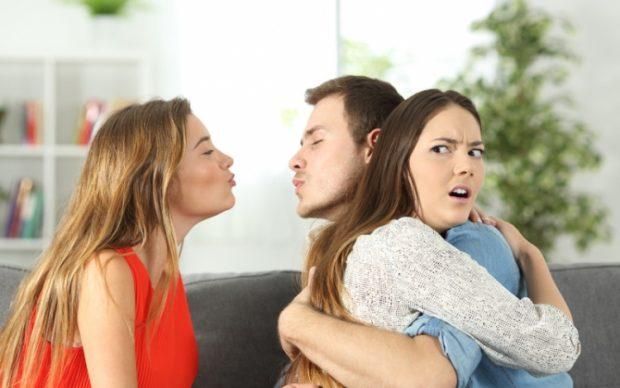 AI ËSHTË VETËM I JUAJI/ Ja 10 mënyra si t'i mbani femrat e tjera larg të dashurit tuaj