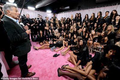 "SHEFI BËRI DEKLARATËN QË NXEHU FEMRAT/ Rihanna kritikon ""Victoria's Secret"""