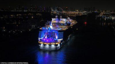 DALIN PAMJET/ Brenda anijes më të madhe në botë (FOTO)