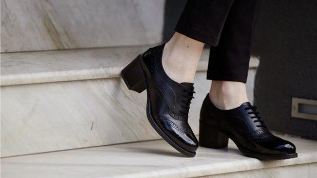 KËSHILLAT E DUHURA/ Kështu mund të kujdeseni për këpucët e lëkurës