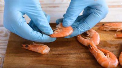 PËR T'UA LEHTËSUAR PUNËN/ Zbuloni 9 truke të thjeshta kuzhine (VIDEO)