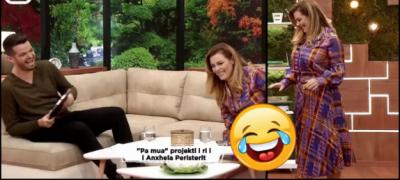 """""""MU HAP FUSTANI""""/ Anxhela Peristeri rrëzohet në skenë (VIDEO)"""