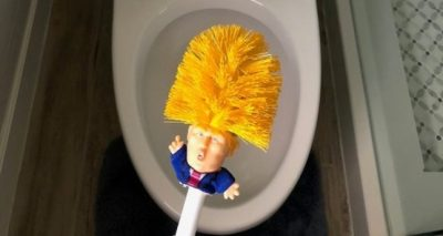 E URRENI DONALD TRUMP? Tani mund të lani tualetin me fytyrën e tij (FOTO)