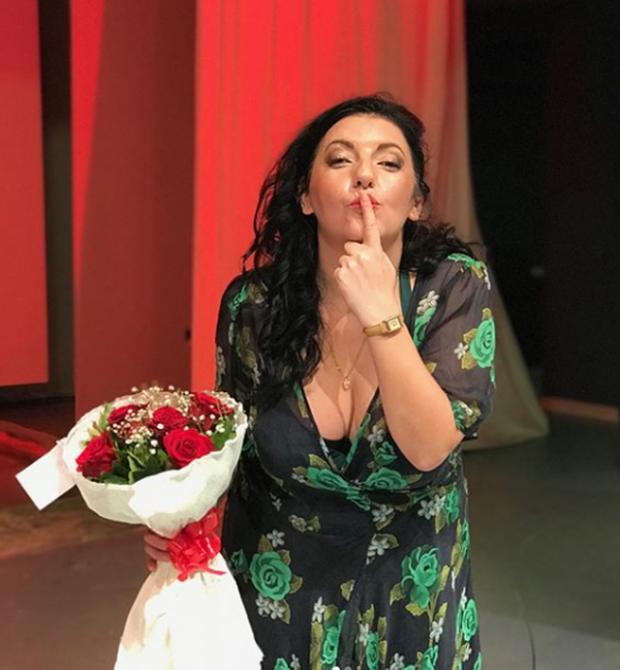 BIE NË PUSET/ Aksidentohet rëndë aktorja e njohur shqiptare (FOTO)