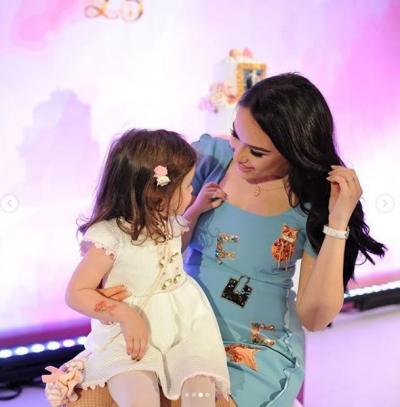 """""""E BËRE BOTËN MË TË ËMBËL""""/ Xhensila Myrtezai publikon momentet e veçanta me mbesën e Besit (FOTO)"""