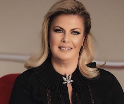 """""""KU I GJENI KËTO PYETJE AMAN""""/ Eni Çobani vihet në siklet në mes të emisionit"""