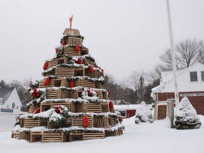 THYEN REKORD BOTËROR/ Një pemë Krishtlindje e ndërtuar me arka druri