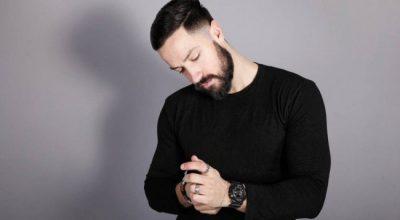 A e ka rrahur ish e dashura? Këngëtari shqiptar tregon situatën e pazakontë: Mi ka ndez sytë… (VIDEO)