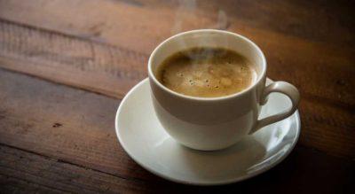 Kafeja e ngrohtë bën mirë për shëndetin/ Ajo që i ndodh trupit tuaj është e pabesueshme