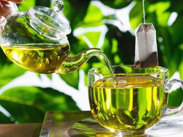 Pastroni veshkat tuaja duke pirë një filxhan çaj si ky