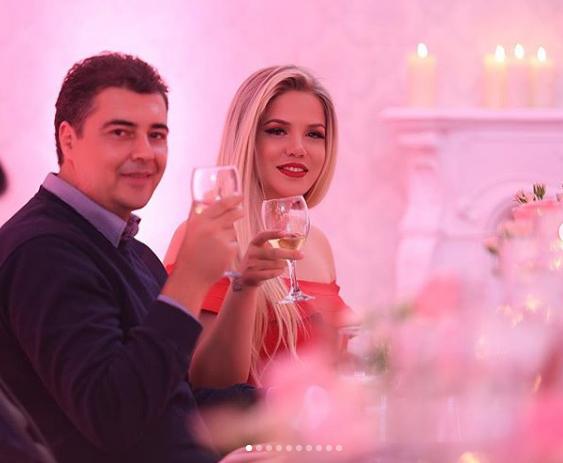 """""""SOT FILLUAN FESTAT""""/ Rezarta Shkurta publikon pamjet e shtëpisë luksoze (VIDEO)"""