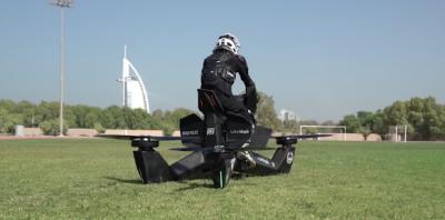 DUBAI NUK NJEH KUFIJ/ Nis trajnimi i policëve me motoçikleta fluturuese (VIDEO)