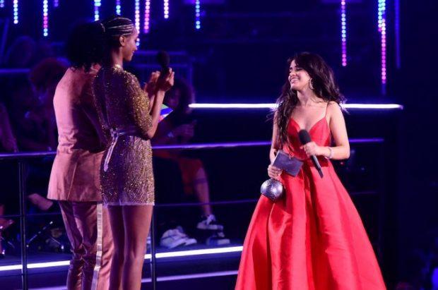 """TRIUMFON CAMILA CABELLO/ MTV Ema 2018 në """"pushtetin e vajzave"""" (FOTO)"""