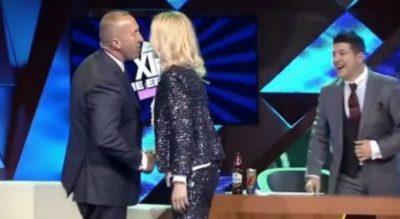"""MË TË DASHURUAR SE KURRË/ Ramush Haradinaj puthje pasionante me gruan """"live"""" në emision (VIDEO)"""
