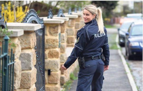 POLICJA MË SEKSI NË GJERMANI/ Lë punën për të shëtitur në botë (FOTO)