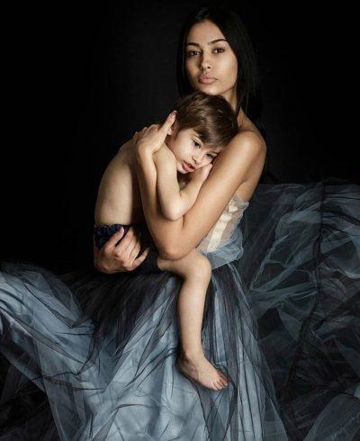 DEDIKIM EMOCIONUES/ Adrola Dushi zbulon gjestin i që bën gjithmonë djali i saj