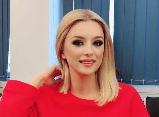 ALKETA VEJSIU DHE SHQIPËRIA MARRIN KOMPLIMENTA/ Moderatora e njohur shpreh fjalët e ngrohta në emisionin Italian (VIDEO)