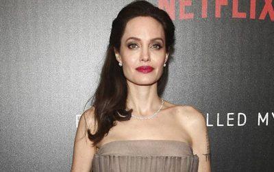 DUKET E MAHNITSHME/Angelina Jolie kthehet përsëri bjonde (FOTO)
