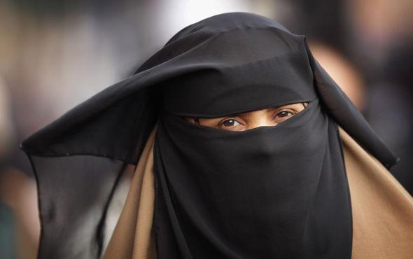 GJOBË PËR ATO QË E SFIDOJNË/ Egjipti projektligj për ndalimin e burkës