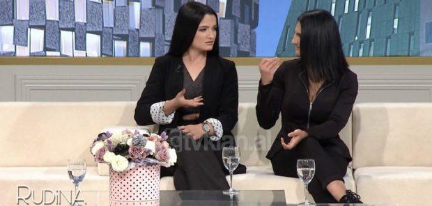 """""""DO JEMI BASHKË GJITHMONË""""/ Historia e dy mikeshave që komunikojnë me anë të shenjave (VIDEO)"""