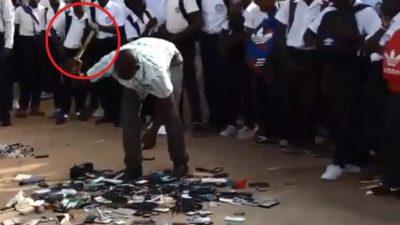 SHKOLLA UA THYEN ME ÇEKIÇ CELULARËT/ Nxënësit shikojnë pa bërë zë (VIDEO)