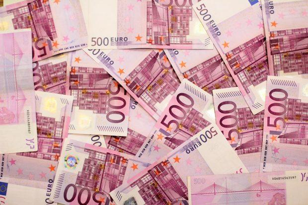 GJETËN 95 MIJË EURO NË DOLLAPIN E BLERË/ Çifti merr vendimin për t'u admiruar
