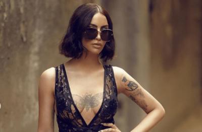 """DAFINA ZEQIRI """"DJEG"""" INSTAGRAMIN/ Këngëtarja shfaqet me makinën luksoze mijëra euroshe (FOTO)"""