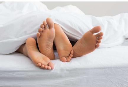 Femrat që shtiren në orgazëm/ Ja si i mashtrojnë partnerët gjatë seksit