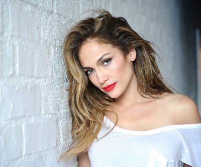 E GJITHA ME TË BARDHA/ Jennifer Lopez shkëlqen teksa fotografohet në Manhattan