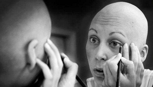 """""""LUFTËN E FITOVA UNË""""/ Rrëfimi i 45-vjeçares të diagnostikuar me kancer gjiri"""