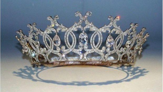 VLEN MILIONA DOLLARË/ Vidhet kurora e famshme me diamantë e dukeshës