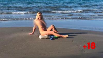 U ÇMEND KJO? Miss-i shqiptar pozon nudo kundër ndotjes së bregdetit (FOTO)