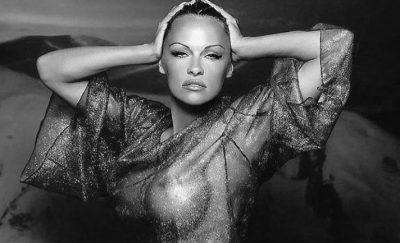 """""""ASKUSH NUK ËSHTË I NDERSHËM""""/ Pamela Anderson pozon e zhveshur (FOTO)"""