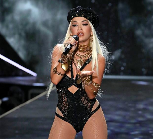 """E THA TROÇ/ Rita Ora i ka thënë """"mirupafshim"""" seksit sepse e ka mendjen diku tjetër (FOTO)"""
