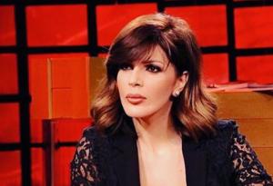 """ME KËMBËN E FASHUAR DHE PATERICA/ Sonila Meços i ndodh """"gjëma"""": Asnjëherë nuk e dimë…"""