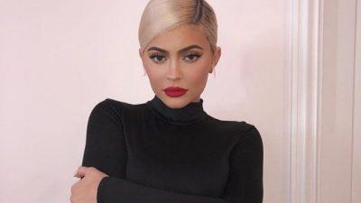 """""""RRËZËLLITËSE""""/ Kylie Jenner nis ditën me FOTO të """"nxehta"""""""