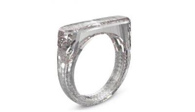 NUK PËRMBAN ASNJË LLOJ METALI/ Vjen unaza e realizuar 100% nga diamanti