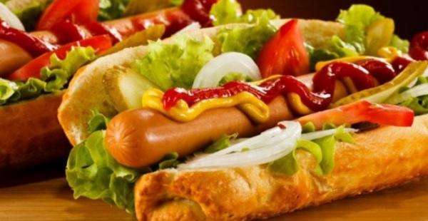 PARA SE TË FLINI/ Këto janë ushqimet që nuk duhet t'i konsumoni më