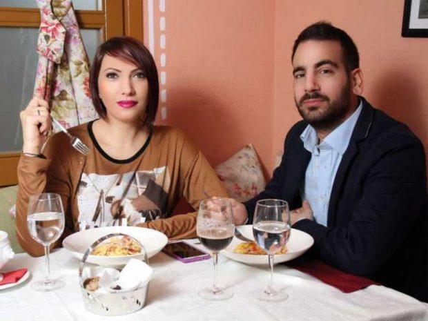 """""""ÇFARË SURPRIZE""""/ Dasara Karaiskaj tregon si e mori propozimin për martesë nga bashkëshorti"""