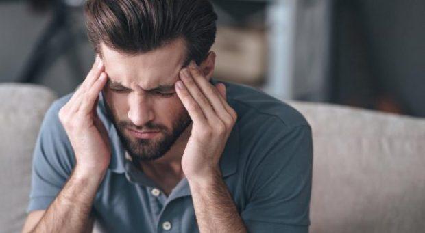 MOS I NEGLIZHONI/ Këto janë 7 shenjat që paralajmërojnë se dhimbja e kokës është serioze