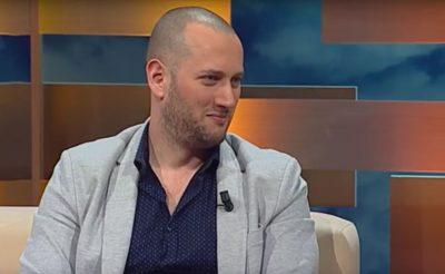 TREGOI BARCALETËN ME DOMATET/ Florjan Binaj do t'ju bëjë të mbani barkun me dorë (VIDEO)