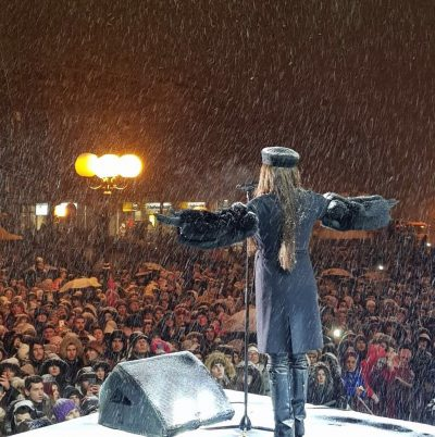 """""""ÇMENDET"""" RRJETI/ Këngëtaren serbe e ftojnë për koncert në Kosovë (FOTO)"""