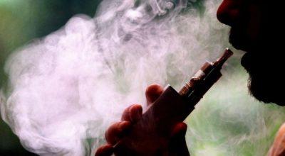 KANË EFEKTE NË ORGANIZËM/ Ja pse meshkujt nuk duhet të blejnë lëngje rimbushëse të cigareve elektronike në internet