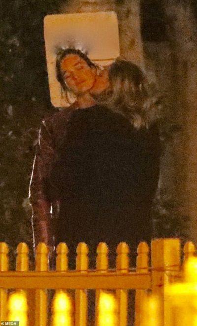 PAS NDARJES NGA DJALI I BECKHAM/ Aktorja lidhet me modelen e Playboy (FOTO)