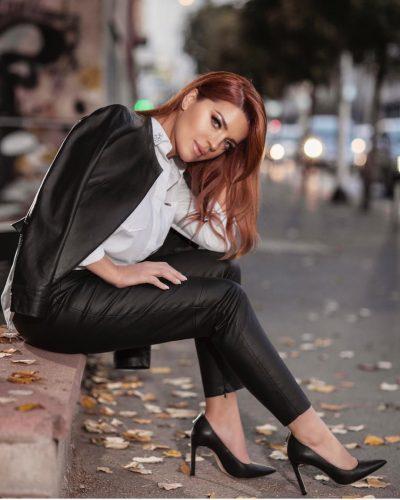 E MADHE DHE LUKSOZE/ Këngëtarja e njohur publikon pamjet nga shtëpia e saj (FOTO)