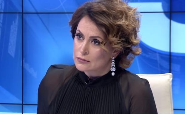 """""""MOS I FOL SHOFERIT""""/ Eni Vasili zbulon të vërtetën e fejesës me konsullin rumun (VIDEO)"""